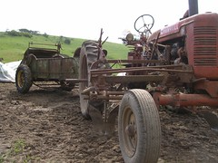 Tractor and manure spreader