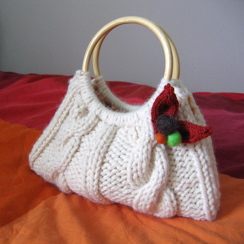 The magic hare · Cable knit purse