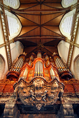 The Old Church (Photochiel) Tags: roof 20d church amsterdam wideangle angels photochiel oudekerksplein pipeorgan oudekerk