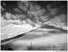 viga (Felipe Monardes Mena) Tags: chile sky blackandwhite naturaleza blancoynegro nature monochrome clouds monocromo hill ps cerro cielo nubes