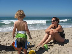 Cool family at the beach (joshk) Tags: beach hayden donovan august2006
