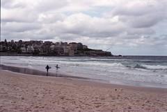 (chavezitita) Tags: analog silver surf place olympus plage om1 argentique australie sarahchavez silverfilm itsnotacapture chavezitita