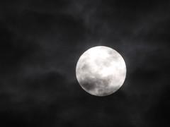"""Full Moon, Spooky Clouds"" (hogophotoNY) Tags: hogophoto hogo themoon moonshots moon us usa sky nite night nightsky newyork newyorkstate"