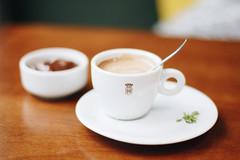 68/100 - Café Havana (AndreaDrops) Tags: 100happydays beautifullight bokeh canon60d 50mm14 hotchocolate caféhavana parkshopping dulcedeleche yum yummy