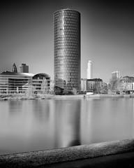 Gerippte (dnspics70) Tags: nd blackandwhite bnw frankfurt filter longexposure gerippte architektur