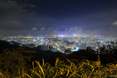 Fei Ngo Shan - Jat's Incline Lookout (tomosang R32m) Tags: hongkong kowloon kowloonpeak 香港 九龍 飛鵞山道 飛鵞山 飛鵝山道 飛鵝山 九龍ピーク 夜景 night longexposure feingoshanroad clearwaterbay 清水灣 清水湾 victoriaharbour ビクトリアハーバー 維多利亞港 canon eos 6d yakei nightview nightscape peak fei ngo shan jatsincline 扎山道 扎山道展望所 展望所 feingoshan 扎山道觀景台