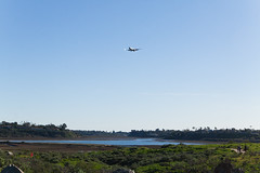 Final Approach over Upper Newport Bay (jbp274) Tags: sna ksna airport airplanes johnwayneairport newportbay water hills bay boeing 737