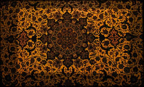"""Alfombras, espacios íntimos que simbolizan templos, árboles de la vida y el conocimiento, astros y paradisos. • <a style=""""font-size:0.8em;"""" href=""""http://www.flickr.com/photos/30735181@N00/32487286251/"""" target=""""_blank"""">View on Flickr</a>"""