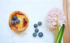 DSC01686 (Ruby & Berlin) Tags: natas pastel de nata berlin foodie blueberry hyacinth hyazinthe cinnamon food fruit flowers