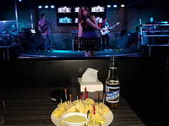© RnB Music Club Angeles City Philippines – Philippinen © (hn.) Tags: ac angeles angelescity asia asien beer beerbottle bier bierflasche bottle calamares calamari calamaris ciudadningangeles copyright copyrighted dish essen filipino flasche food fried friedsquidring gericht heiconeumeyer lakanbalenningangeles liveclub lungsodngangeles luzon meal musicvenue pampanga ph philippinen philippines phl pilipinas pinoy rb rbliveclub republicofthephilippines republikangpilipinas rnb rnbmusicvenue sanmiguel sanmiguellight seasia sml southeastasia squid südostasien tintenfisch tintenfischringe tp201617