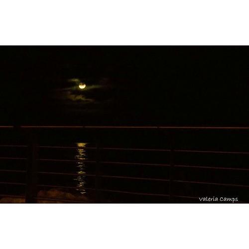 La luna de ayer. A mano alzada, desde un auto. /#Moon_of_the_day #ushuaia