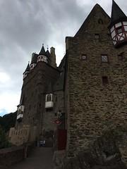 Burg Eltz (sergei.gussev) Tags: burg eltz germany rhinelandpalatinate rhineland palatinate cochemzell cochem zell burgeltz keldung eltzcastle castle moselle mosel musel elzbach