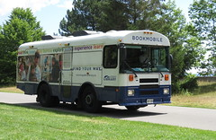 Bookmobile (Sean_Marshall) Tags: toronto ontario library bookmobile torontoislands tpl torontopubliclibrary