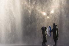Rain (Michael A64) Tags: rain regen regenschirm umbrella 2 zwei two personen people person peoples street strase nikon d7100 night nacht wet nass couple paar water wasser
