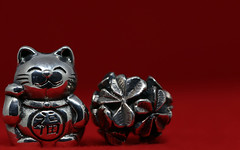 Happy New Year ! (AvesAg) Tags: beads negativespace eos canon macromondays redux2016myfavoritethemeoftheyear silver silber