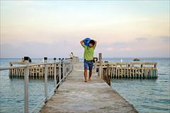 H2O (Heinrich Plum) Tags: heinrichplum plum fuji xe2 xf1855mm cambodia kambodscha kohrong coconutbeach asia meer sea golfvonthailand kampongsomarchipel wasserträger watercarrier gulfofthailand insel island asien pier dock water
