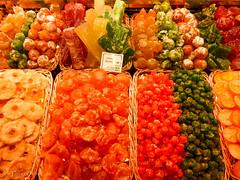 Colores dulces. (Ferruxe65) Tags: barcelona panasonicdmcfz62 frutas fruits colors colores lasramblas mercatlaboqueria mercadolaboqueria laboqueriamarket ngc