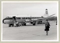 "British European Airways Vickers Viscount 802 (Raymondx1) Tags: vintage classic black white ""blackwhite"" sw photo foto photography airtravel aviation bea britisheuropeanairways gaojb vickers vickersviscount v802 1960s sixties airport flughafen beehive beehivehairdo skirt handbag turboprop gangway"