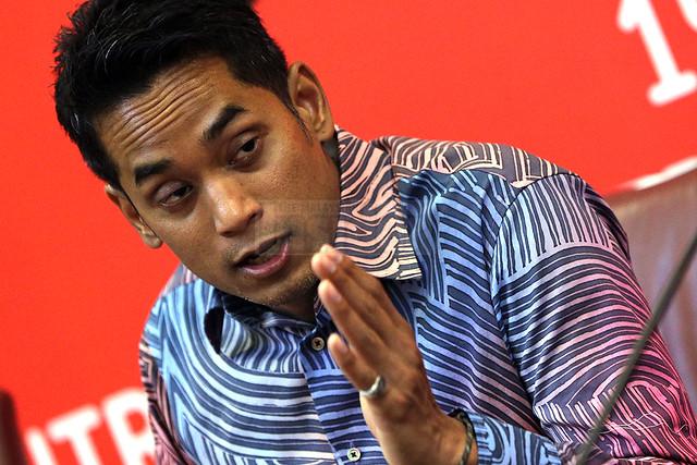 Bukan anda sepatutnya menghakimi Farah, kata Khairy kepada pengkritik