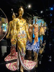 #chinathroughthelookingglass at #themet (lenscap88) Tags: themet chinathroughthelookingglass