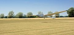 9898 Windenstart eines Segelflugzeugs auf dem Verkehrslandeplatz Kyritz. Beim Start mit der Winde wird das Seil  auf einer Windentrommel aufgerollt, das Segelflugzeug wird auf etwa 90–130 km/h beschleunigt (stadt + land) Tags: start flughafen luftaufnahme seil luftbilder segelfliegen segelflugzeug winde segelflug segelflieger verkehrslandeplatz kyritz windenstart flugsport heinrichsfelde windentrommel