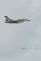 Cerca y lejos (Mark V.I) Tags: flying nikon fighter zoom venezuela aircraft transport jet f16 300views airforce shaanxi aeronave y8 d3200 55300 5dejulio y8f favclubfotografia