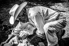 Empedrando (pepoexpress - A few million thanks!) Tags: nikon d610 d61024120mmf4 nikond610 pepoexpress people portraits bw hat