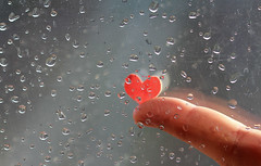 Macro Mondays - Heart (Inka56) Tags: macromondays heart raindrops finger forefinger window herz rain light reflection