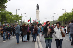 25 de Abril (acatarinaalmeida) Tags: people portugal 25deabril fotojornalismo avenidadaliberdade cravos marquesdepombal