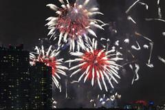 Fireworks (mudpig) Tags: city nyc newyorkcity longexposure night outdoors fireworks celebration license lic macys july4th independenceday longislandcity gettyimages nuevayork 2015 cidadedenovayork mudpig stevekelley macys4thofjuly ньюйорк ニューヨーク市 纽约市 νέαυόρκη مدينةنيويورك lavilledenewyork stevenkelley licensenow شهرنیویورک เมืองนิวยอร์ก న్యూయార్క్సిటీ עירניויורק
