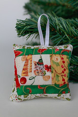decorações de Natal  /  Christmas decorations (Canela Cheia) Tags: artesanato christmas decorations decoração decorações green handmade natal patchwork red retalhos reutilização tree upcycle verde vermelho árvore