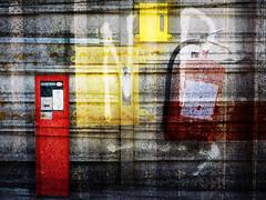 volg de pijl a.u.b. (roberke) Tags: photomontage photoshop digitalwork layers lagen textures textuur surreal creation creatief creative rood red yellow geel kleurrijk conceptual colorfull