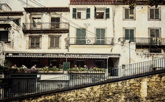 Madeira - Funchal - Restaurante (Pana53) Tags: city portugal restaurant essen nikon outdoor sommer restaurante insel treppe veranda stadt architektur trinken altstadt oldtown sonne madeira gebude textured fassade huser stil textur wrme sommertag sonnentag drausen nikond810 pana53 photographedbypana53 texturedbypana53 restaurantejardimdasflores