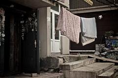 hello kitty, HELLO KITTY?! (sigrun_e) Tags: hello china door window stairs canon eos fenster kitty changchun tr treppen leine bettwsche 700d sigrune