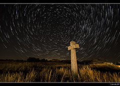 La señal (Pogdorica) Tags: noche cruz estrellas nocturna startrail starstax
