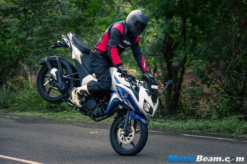 2015-Yamaha-Fazer-V2-4