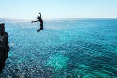 jamaika_7 (sascha ungerer fotografie also on Facebook) Tags: blue sea cliff man fall water dreadlocks cafe jumping atlantic jamaica fallen sascha mann blau ufer sprung ricks kste ungerer pazific karibik springen jamaika felsenkste karibic