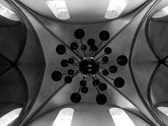 Kronleuchter (evamariamattern) Tags: kirche kerze architektur weiss kronleuchte swarz kirchendecke