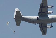 (E-Maxx) Tags: airplane jump pentax jumper usaf ricoh chute hercules c130 usairforce parachute parachutist paratrooper fallschirm fallschirmspringer c130j ramsteinairbase k30 c130j30 usafe superhercules 86thairliftwing usairforceseurope 37thas 86thaw 088604