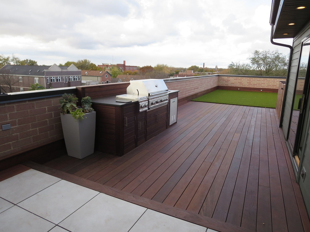 IMG_4185 (Chicago Roof Deck And Garden) Tags: Baseboard Ipe Decking Synlawn  Synthetic Turf