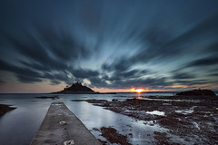 Mount Sunset (Simon Bone Photography) Tags: stmichaelsmount marazion canoneos5dmkii canonef1740mmlf4 longexposure le leebigstopper smooth beach cornwall wwwsimonbonephotographycouk sea sand cornishcoast sky cloud