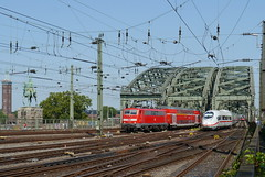P1510190 (Lumixfan68) Tags: ice eisenbahn kln db 111 407 bahn deutsche regio zge loks hohenzollernbrcke baureihe elektroloks triebzge doppelstockzge