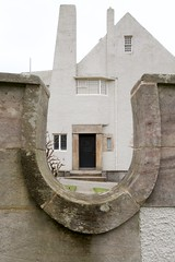 The Hill House (itmpa) Tags: thehillhouse hillhouse colquhounstreetupper charlesrenniemackintosh mackintosh 190204 1904 1900s house listed categorya nationaltrustforscotland nts visitorattraction closed domestic horseshoe wall boundarywall glimps view helensburgh argyll scotland tomparnell archhist itmpa canon 6d canon6d
