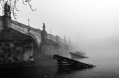 Charles Brigde, Prague (PG63) Tags: fog mist dimma prag praha moldau czech karlsbron most karlův