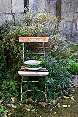 Sedia e catino (gi.ciaramitaro) Tags: sedia urban