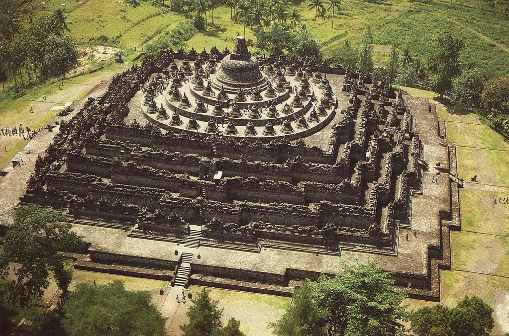 """5Borobudur được mệnh danh là """"ngôi đền quyến rũ"""""""