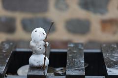 Da war doch was?.... Schnee? (diwan) Tags: germany deutschland sachsenanhalt saxonyanhalt magdeburg city stadt schnee snow schneemann snowman little klein bokeh schärfentiefe outdoor fundstück canoneos5dmarkiv canon eos explore 2017 geotagged geo:lon=11637807 geo:lat=52127020
