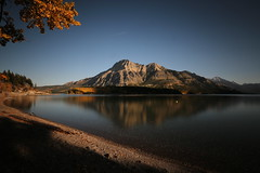 Upper Waterton Lake (lfeng1014) Tags: upperwatertonlake watertonnationalpark watertonlake alberta canada canadianrockies autumncolours autumn light travel lifeng lake reflection water mountain canon5dmarkiii ef1635mmf28liiusm watertonlakesnationalpark longexposure