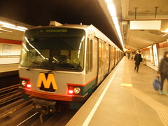 RET 5219 op station Oostplein (RaAr2010) Tags: stationoostplein rotterdam ret5219 metro ret openbaarvervoer ov duewag duwag