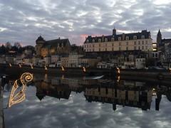 Entre ciel et ciel... (léocadie1920) Tags: mayenne laval château illuminations